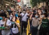 물대포 맞자 2m 날아갔다, 홍콩보안법 첫날 15세 소녀도 체포