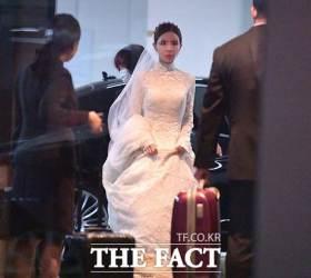 묘하게 비슷한 영국 왕실과 한국 재벌가 <!HS>웨딩<!HE> 드레스