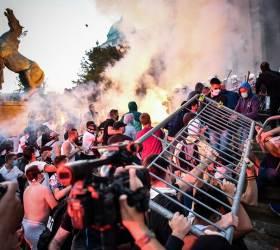 [<!HS>서소문사진관<!HE>] 코로나 와중에 정권퇴진 격렬시위 벌이는 세르비아<!HS>,<!HE> 왜?