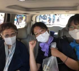 이용수 <!HS>할머니<!HE>, 일본대사관 앞 소녀상 깜짝 방문해 학생들 격려