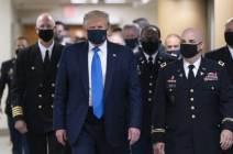 [서소문사진관]코로나 19보다 무서운 지지율 추락...마스크 거부하던 트럼프 결국 착용