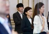 """이번엔 '탁현민 특혜' 논란···""""측근 기획사, 30억 靑·정부 수주"""""""