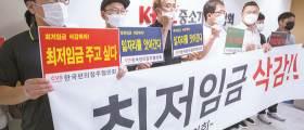 """""""월수익 98만원→89만원"""" <!HS>최저임금<!HE> 인상에 편의점주들 비명"""