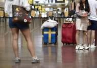 집단면역 실패, 경제 허우적···국경 여는 유럽서 왕따된 스웨덴
