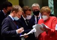 메르켈 한마디가 EU 살렸다…1030조원 기금 합의 막전막후