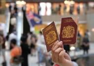 """'홍콩 엑소더스' 돕는 영국 """"영어만 되면 무제한 이민 받겠다"""""""