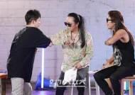 [포토] 김태원-박완규 '악수 대신 팔꿈치 치기'
