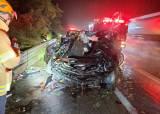 <!HS>호남고속도로<!HE>서 빗길 교통사고, 차량 전복으로 3명 사망 1명 부상