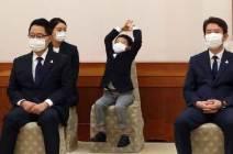 [서소문사진관] 할아버지 닮아 장난꾸러기? 청와대 온 박지원 손자