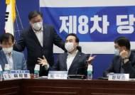 """배민·쿠팡 수수료에 칼 꺼내든 거여(巨與)…업계에선 """"툭하면 갑질이라며 규제냐"""""""