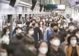 마스크 착용···얼굴 만지는 횟수 줄이는 코로나 예방 효과 확인됐다