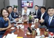 """황운하와 파안대소한 김남국 """"TV 소리 완전히 줄여놔 몰랐다"""""""