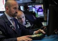 뉴욕증시, 2분기 美경제 사상 최악 침체 주시···하락 출발