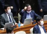 주먹 쥔 김태년 입법질주…당론1호 '일하는 국회'도 뭉갰다