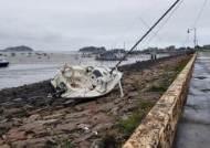 바람이 얼마나 세길래…방파제·갯벌에 줄줄이 얹힌 요트와 어선