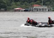 '수초섬 작업중 전복' 의암댐 실종 5명 수색재개…유속이 문제