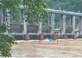 '의암댐의 기적' 수문서 추락해 13㎞ 떠내려간 68세 생존