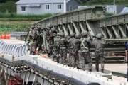 '간편조립교' 설치하고 지뢰 탐색…군, 집중호우 대민지원