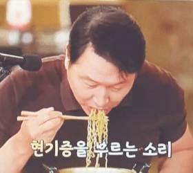 [경제 브리핑] <!HS>최태원<!HE> '라면 먹방' 찍어 홍보한 SK 이천포럼 개막