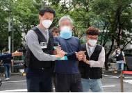 '文 향해 신발투척' 정창옥, 경찰 폭행 혐의로 결국 구속
