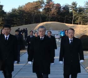 '파묘' 논란에 靑 침묵···文은 이승만·<!HS>박정희<!HE> 두번 참배했다