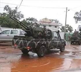 [<!HS>서소문사진관<!HE>]아프리카 말리서 대통령 구금하고 군사 반란<!HS>,<!HE> 시민들은 환호