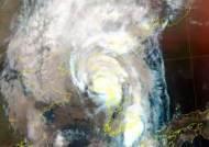 태풍 바비, 옹진반도 상륙…크기는 '소형'으로 줄어들어