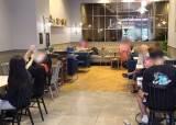 거리두기 2.5단계 첫 날…스벅 텅텅, 동네 카페는 북적였다