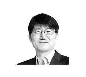"""[신성식의 <!HS>직격<!HE><!HS>인터뷰<!HE>] """"팬데믹에 이런 정책 하는 나라 어딨나"""" 병원장 3인의 한탄"""