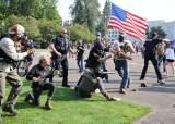 [서소문사진관] 이념 전쟁터로 변해가는 미국 대선, <!HS>트럼프<!HE> 지지자 대규모 차량 시위
