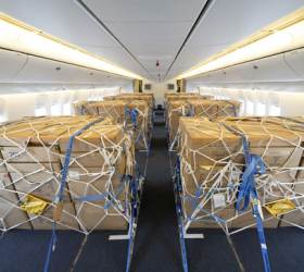 <!HS>대한항공<!HE>, 국내서 처음으로 여객기 좌석 뗀 화물전용기 띄웠다