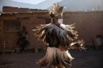 [서소문사진관] 원주민도 왕도 피할 수 없는 마스크, 언제쯤 벗을 수 있을까