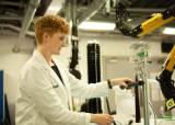 모발 과학 연구에 1500억원 투자...다이슨 헤어 사이언스 4.0