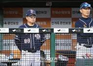 "[IS 고척 코멘트] 팀 타율 1위지만…김태형 감독 ""짜임새가 강한 느낌 없어"""