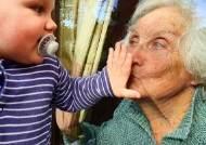 한살배기·88세 '유리키스'···코로나가 알게해준 '사랑의 순간'