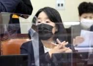 """탈북자 단체 바로 허가취소한 정부, 정의연엔 """"재판 뒤 판단"""""""