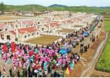 태풍 피해로 <!HS>식량<!HE>부족국 재지정된 북한, 피해 지역에서 새집들이 행사 열어