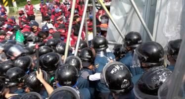 집회 때 CCTV가리고 경찰관 폭행…민노총 조합원 구속