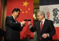 """물러나는 '시진핑 친구' 주중 美대사…""""코로나 중국 잘못"""" 직격탄"""
