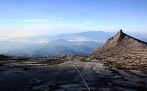 [한 컷 세계여행] 신들의 산에서 굽어봤다. 우리네 세상은 왜 이리 작은가