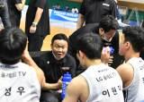 프로농구 LG 조성원 <!HS>감독<!HE>, '99점 공격농구' 데뷔승