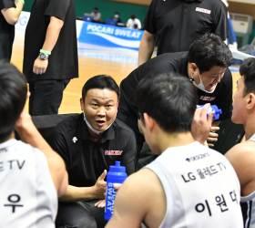 <!HS>프로농구<!HE> LG 조성원 감독, '99점 공격<!HS>농구<!HE>' 데뷔승