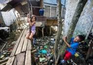 [더오래]한 평짜리 판잣집 빛나게 한 필리핀 빈민가 두 딸