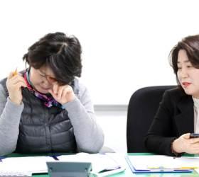 """""""사위도 못알아본 엄마"""" 울던 김정숙 """"치매 친화사회 만들것"""""""