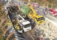 고속도로 위 시한폭탄 화물차…이틀에 한명 사망, 택시 추월