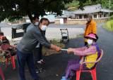 수해 때 밀려온 폐비닐·빈병 팔아 '자체 재난지원금' 돌린 마을