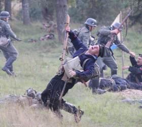 [<!HS>서소문사진관<!HE>]러<!HS>,<!HE> 축제가 된 900일 전쟁의 아픈 기억
