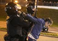 루카셴코 '날치기 취임'에 수천명 거리 시위…경찰, 물대포 진압