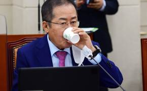 """세월호 거듭 언급한 홍준표 """"文 직무유기, 이번엔 무슨 궤변 나올까"""""""