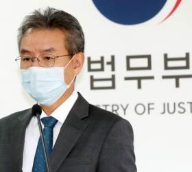 "<!HS>조국<!HE> 지시로 만든 2기 법무·검찰개혁위 종료…""명분 쌓기용"" 지적도"